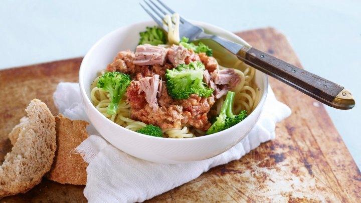 Sunn mat på budsjett - pasta med tunfisk og brokkoli - klinisk ernæringsfysiolog Anne Marie Skjølsvik