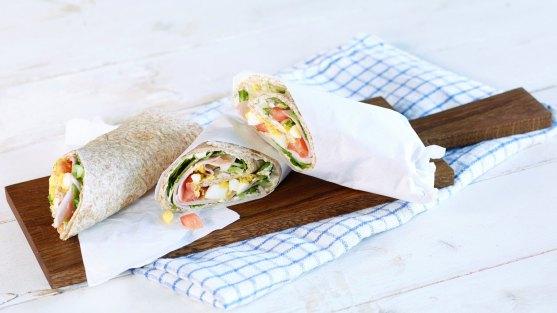 Wraps med kremost, egg og skinke