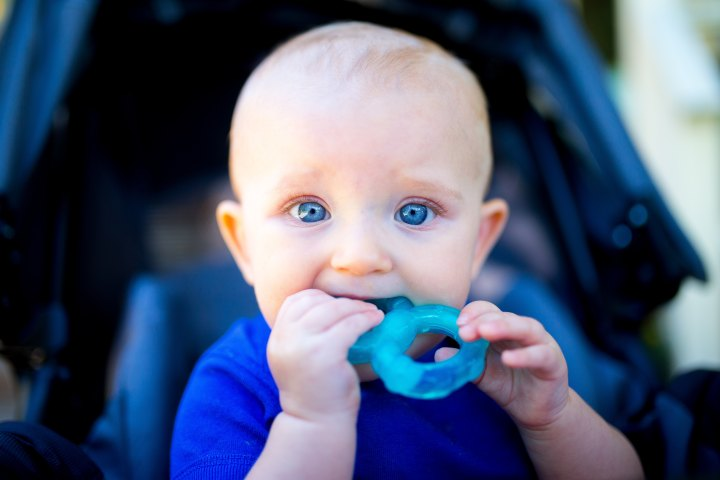 Når kan jeg gi babyen mat og hva gir jegførst?